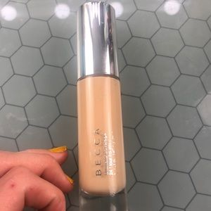 Becca Ultimate Coverage 24 Hour Foundation Buff